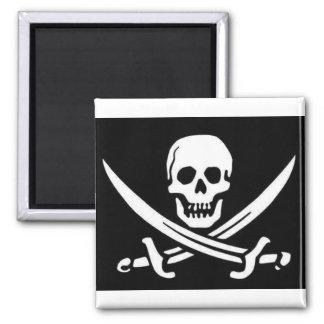 Crânio e espadas do pirata imãs