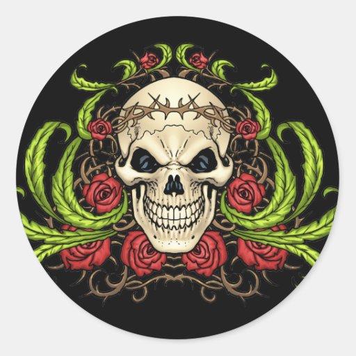 Crânio e rosas com a coroa de espinhos pelo Al Rio Adesivos Em Formato Redondos