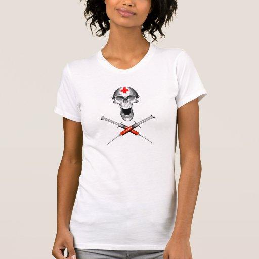 Crânio e seringas da enfermeira tshirts