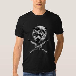 Crânio e seringas t-shirts