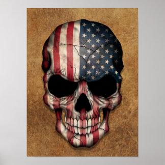 Crânio envelhecido e vestido da bandeira americana poster