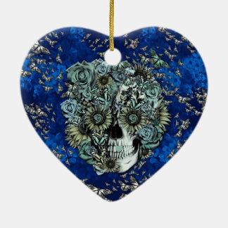 Crânio feito das borboletas nos azuis marinhos enfeite