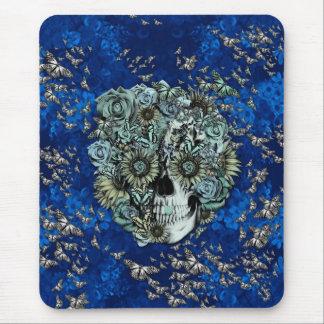 Crânio feito das borboletas nos azuis marinhos mouse pads