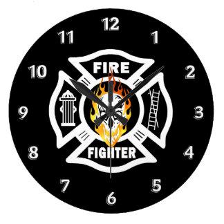 Crânio flamejante do sapador-bombeiro relógio grande