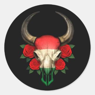 Crânio húngaro de Bull da bandeira com rosas verme Adesivos