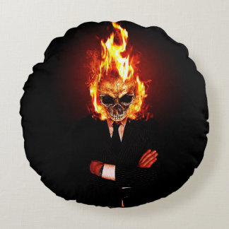 Crânio no fogo almofada redonda