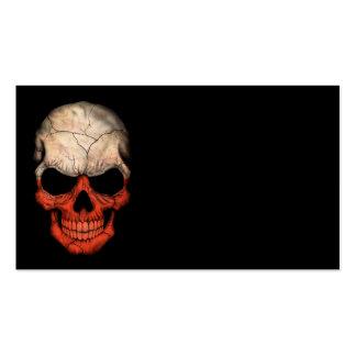 Crânio polonês da bandeira no preto