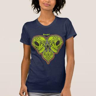 Crânios mexicanos do açúcar no design da forma do tshirts