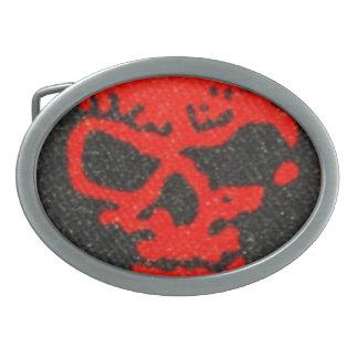Crânios vermelhos no preto