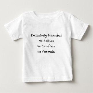 Criado ao peito exclusivamente camiseta para bebê