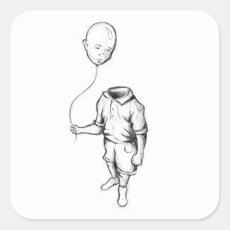 Criança com etiquetas de um balão