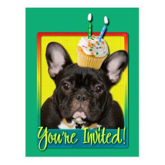 Criança de 2 anos do cupcake do convite - buldogue cartão postal