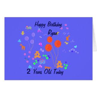 Criança de 2 anos do feliz aniversario cartão comemorativo