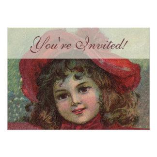 Criança do natal vintage com o vestido vermelho do convite