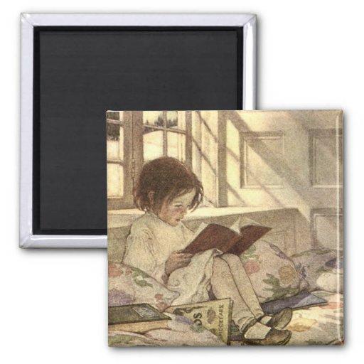 Criança do vintage que lê um livro, Jessie Willcox Ima De Geladeira