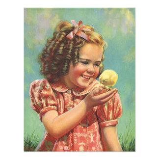 Criança do vintage, sorriso feliz, menina com pint convites personalizado