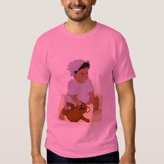 Criança e t-shirt do Mais-Size do ursinho