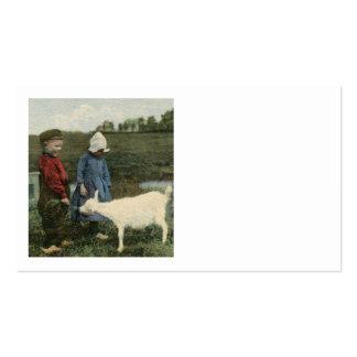 Crianças com sua cabra branca modelos cartoes de visitas