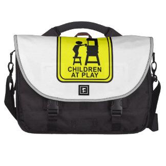 Crianças do cuidado no jogo - serra de fita bolsa para laptops