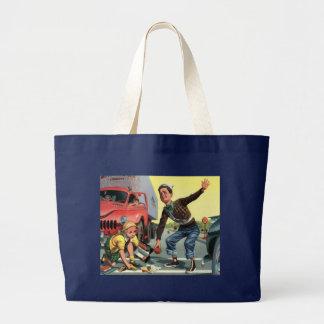 Crianças do vintage, menina de ajuda da patrulha d bolsa para compras