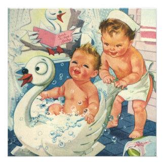 Crianças do vintage que jogam o banho de espuma c convites personalizado