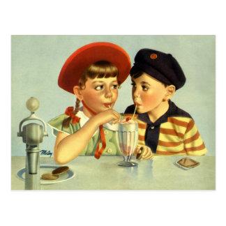 Crianças, menino e menina do vintage compartilhand cartões postais