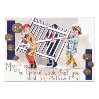 Crianças que roubam a lanterna de Jack O da cerca Convite 12.7 X 17.78cm