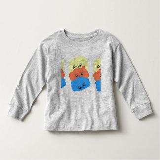 Criaturas pequenas engraçadas. Luva longa da T-shirt