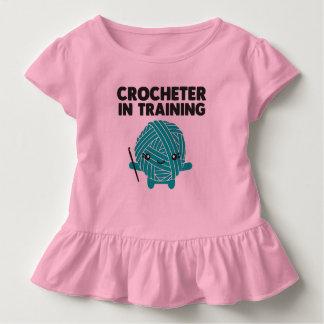 Crocheter na camisa da criança do treinamento