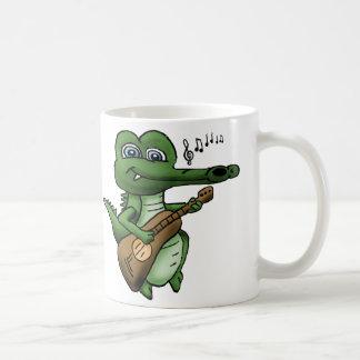 Crocodilo dos desenhos animados que joga uma caneca de café