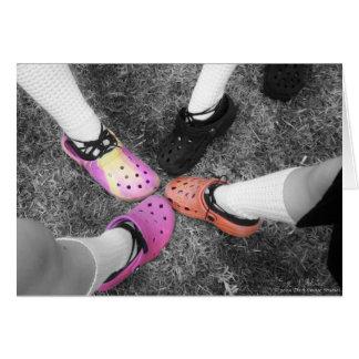 Crocs colorido & cartão macio dos calçados