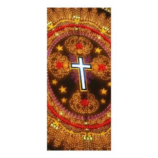Cruz colorida das luzes 10.16 x 22.86cm panfleto
