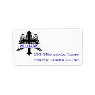 Cruz com asas e etiquetas de endereço da placa