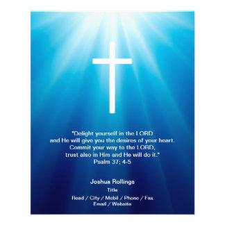 Cruz cristã no fundo azul modelos de panfleto