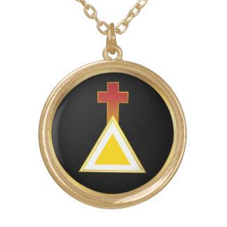 Cruz do alvorecer e colar douradas do triângulo
