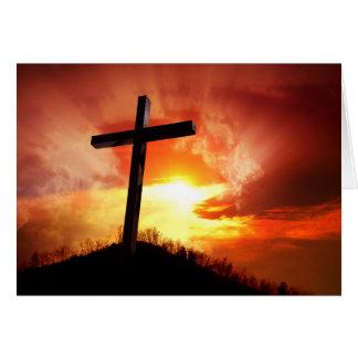Cruz religiosa da páscoa no por do sol cartão comemorativo