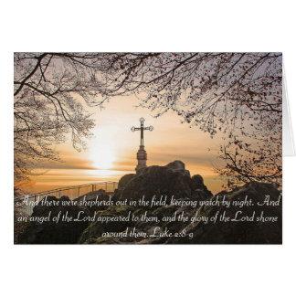 Cruz religiosa no cartão do verso da bíblia da