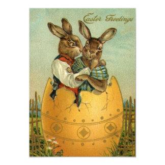 Cumprimentos da páscoa do vintage, coelhos em um convites personalizado