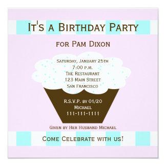 Cupcake adulto da festa de aniversário para convite quadrado 13.35 x 13.35cm