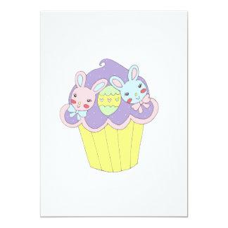 Cupcake bonito dos coelhinhos da Páscoa Convite 12.7 X 17.78cm