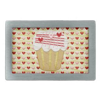 Cupcake com velas do coração, vermelho dos