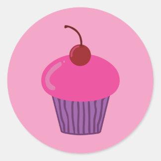 Cupcake cor-de-rosa adesivo redondo