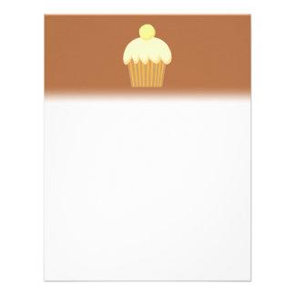 Cupcake da baunilha em Brown Convite Personalizado