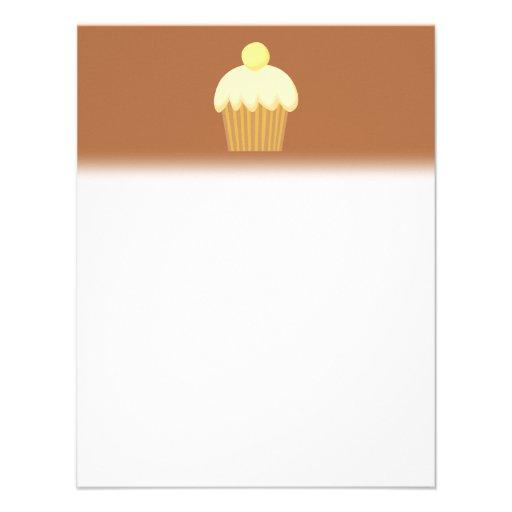Cupcake da baunilha em Brown. Convite Personalizado