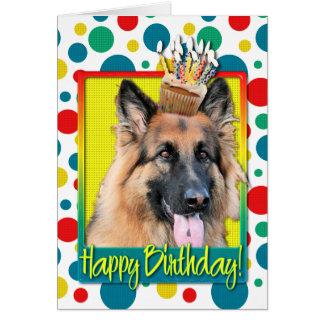 Cupcake do aniversário - german shepherd - cartão comemorativo