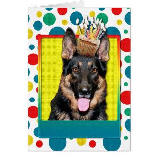 Cupcake do aniversário - german shepherd - Kuno Cartoes