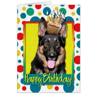 Cupcake do aniversário - german shepherd - Kuno Cartão Comemorativo