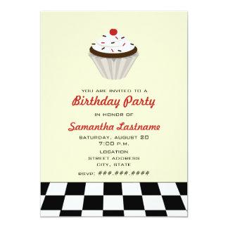 Cupcake do chocolate com festa de aniversário convite 12.7 x 17.78cm