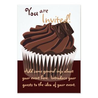 Cupcake do chocolate convite personalizados