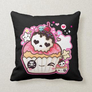 Cupcake do crânio de Kawaii com estrelas e Almofada